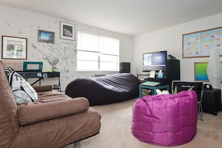Room type: Private room Property type: Apartment Accommodates: 4 Bedrooms: 1 Bathrooms: 1.5