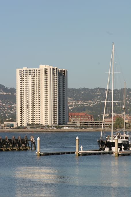 Walking to all conveniences, shopping, theatre and the Emeryville waterfront