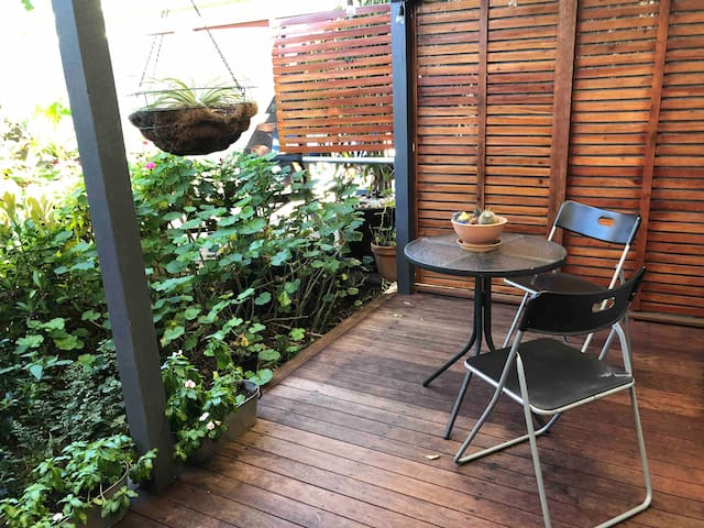 Private cottage near BNE airport & Citytrain