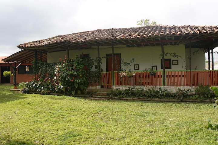 Typical colombian coffee farm at Pereira:Pachamama - Arabia - Guesthouse