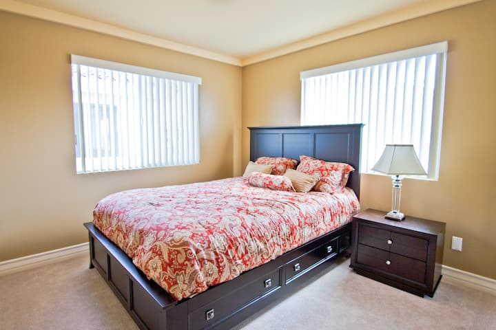 1. Cozy + Clean Private room nr LAX