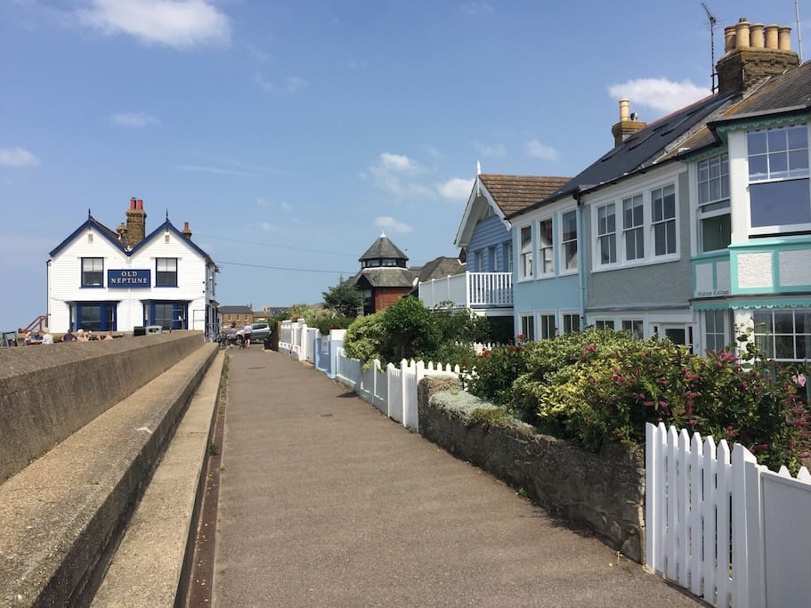Beautiful Cottage on Whitstable Beach Front - Cottages for ...