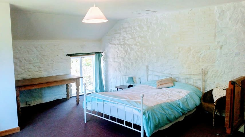 Room (large/private) Beautiful Cornish Farm House