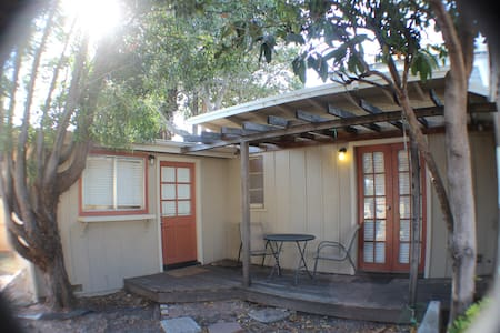 1 Bedroom bungalow 4 Blocks from downtown SLO - San Luis Obispo - Bungalow