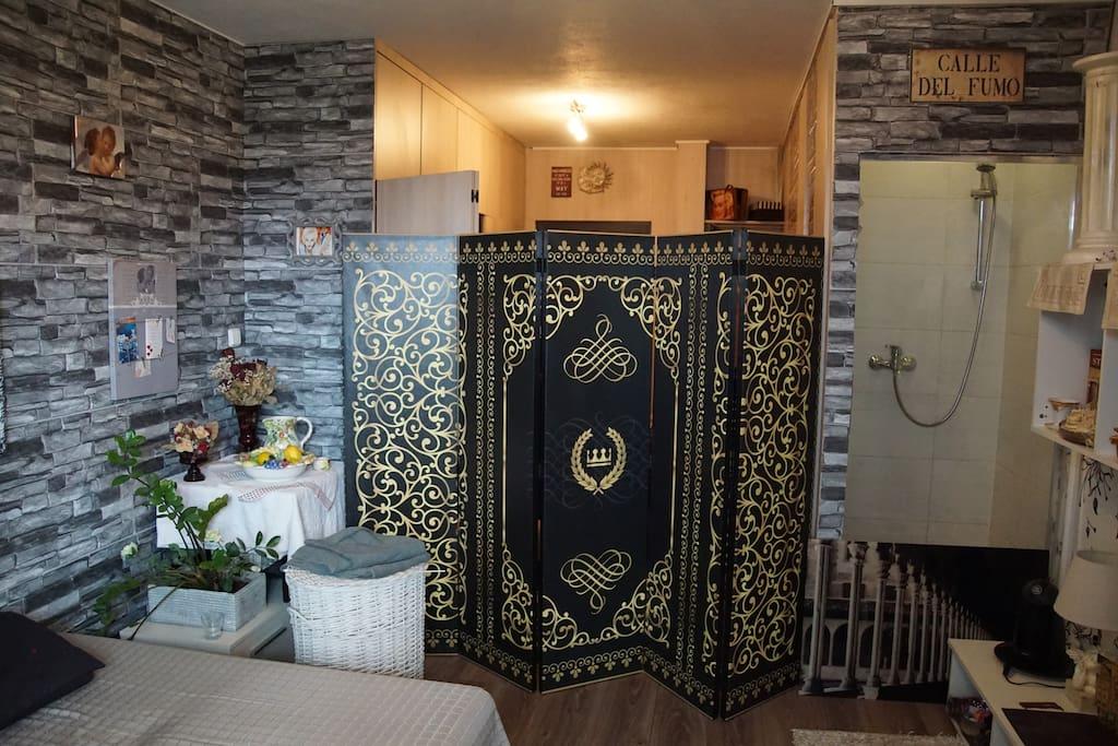 Bedroom, shower and separator