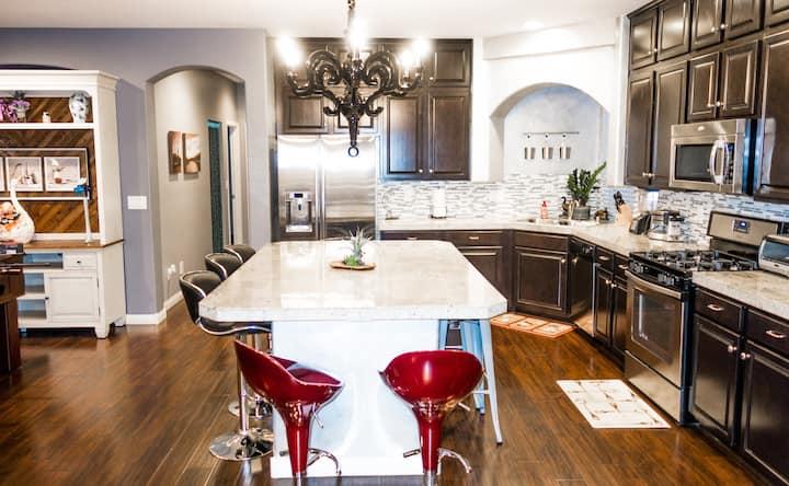 Modern Luxury 3-Story Home near Strip