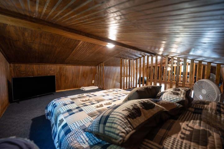 Rustic Cabin near the lake