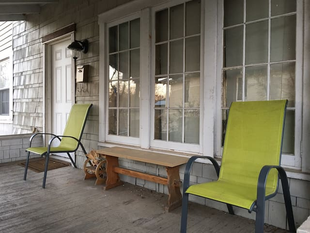 Cozy 2BD Parking Included - Greenville - Huis
