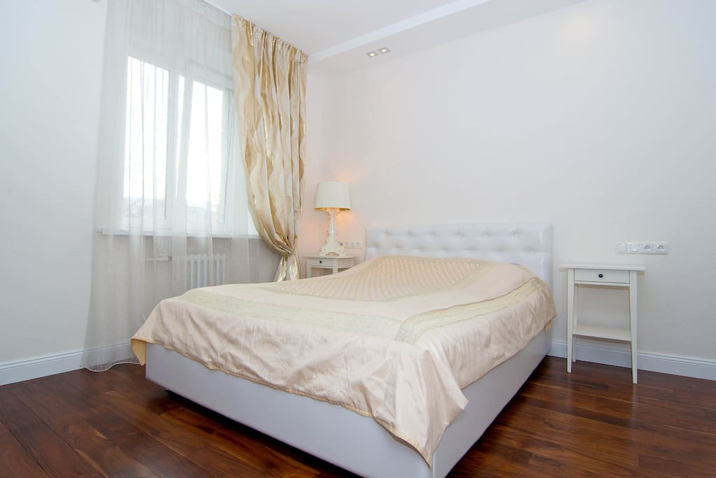 Electric sockets on both sides of a large bed