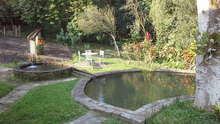 Sitio Pé de Serra: rio e cachoeiras