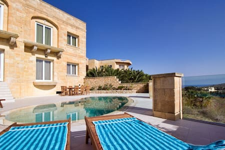 Luxury Villa with private pool - Għasri