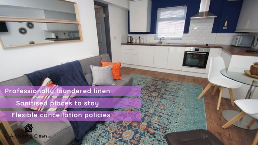 Fabulous apt close to hospital & station sleeps 4❤️