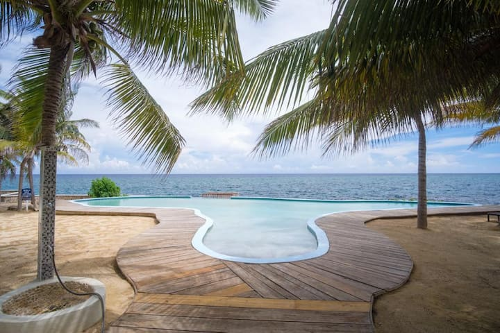 Crystal Sea Condo - Steps away from the Caribbean