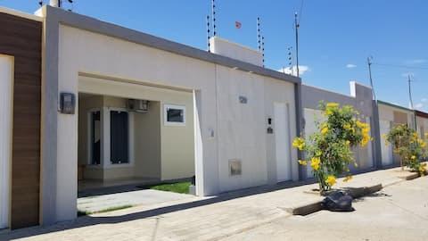 CASA AC WIFI GARAG AC 400m from UNILEÃO 5 pax