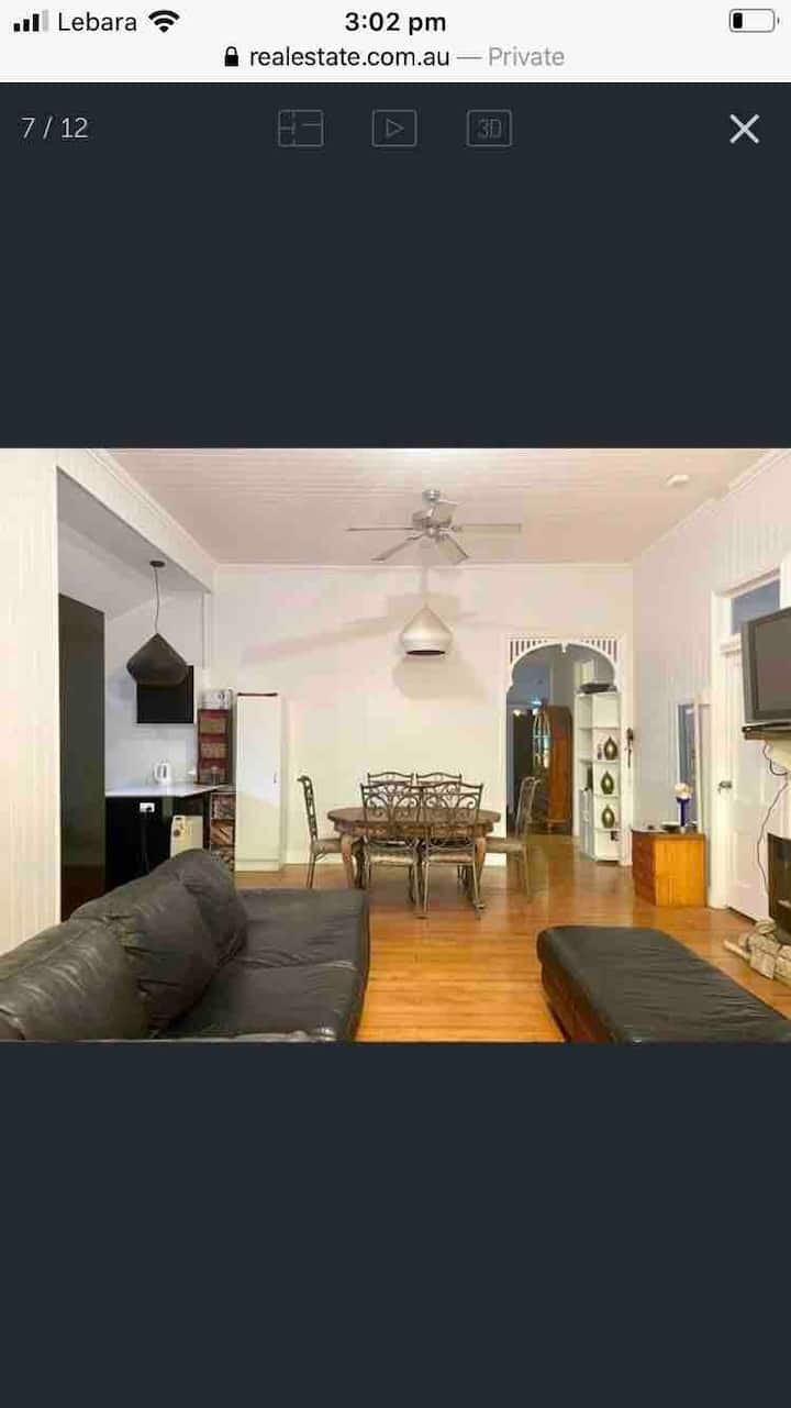 D Large Room in Central  Character Queenslander 4