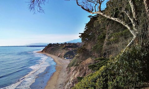 Charming Private Coastal Suite-Steps to the Beach