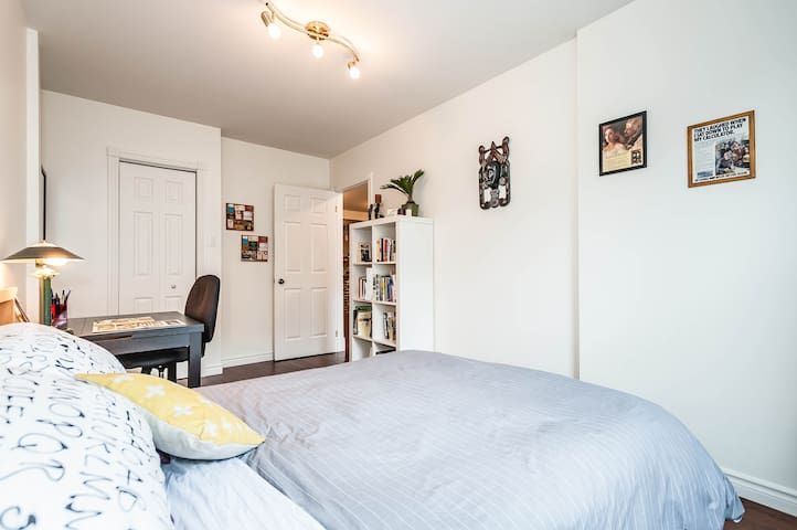 Awesome Montreal Airbnb: Near Metro