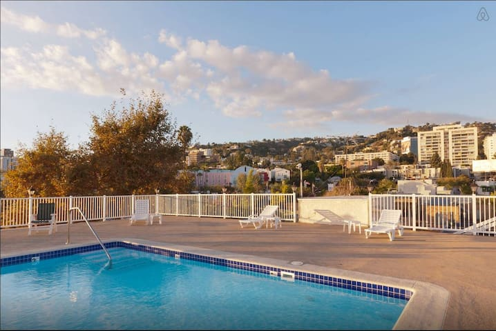 West Hollywood Apartment with Rooftop Pool - West Hollywood - Apartment