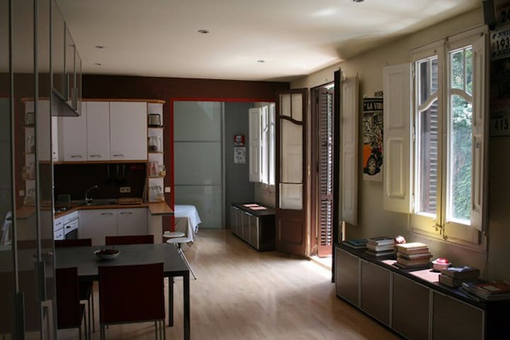 Open Space Apartment near Plaza Espanya - Barcelona - Lägenhet