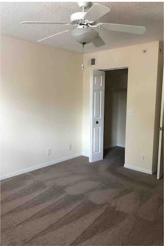 Looking for a female roommate