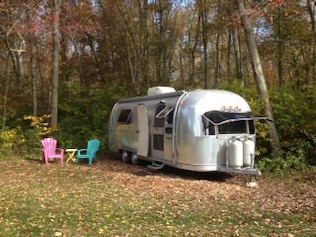Vintage Airstream, Working Farm, Near Providence - Rehoboth - รถบ้าน/รถ RV