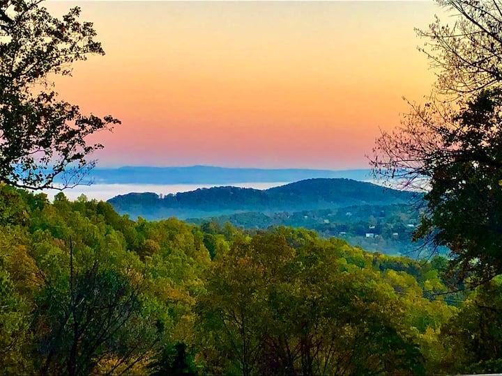 Beautiful Mountaintop Escape (near Shenandoah)