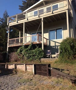 De-stress for a couple of days on the river - relax!!! Private river access and dock. Two floor house w/ multiple decks, views and fire pit. Redwoods, swimming, hiking, biking, birding. 7 mi. to ocean and Jenner. Near wine country. 2 night min. No smoking/pet Cleaning $150 Security $300
