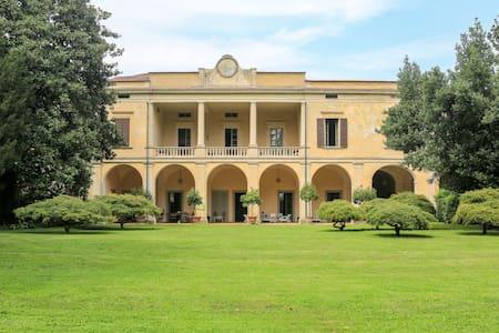 Villa Longo: romanticismo per due - Faverzano