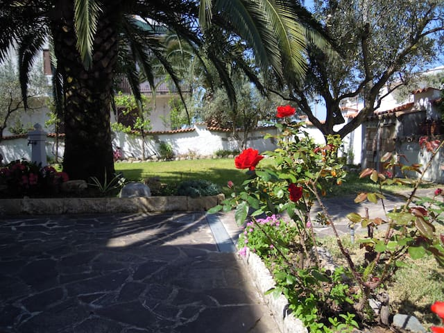 Blumenhaus, Strand, Ruhe, gutes Essen, Relax... - Sellia Marina
