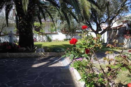 Blumenhaus, Strand, Ruhe, gutes Essen, Relax... - Sellia Marina - Apartamento