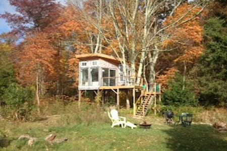Providence area TreeHouse Farm Stay - Lombház