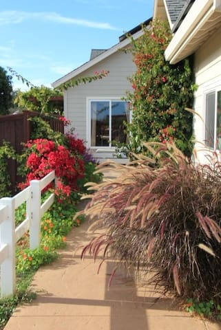 Small 1 bedroom Apartment - Watsonville - House