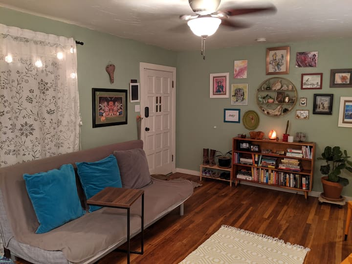 Relaxing Room Close to Downtown GJ