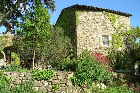 """Gîte de charme piscine Sud Ardèche """"La Magnanerie"""""""