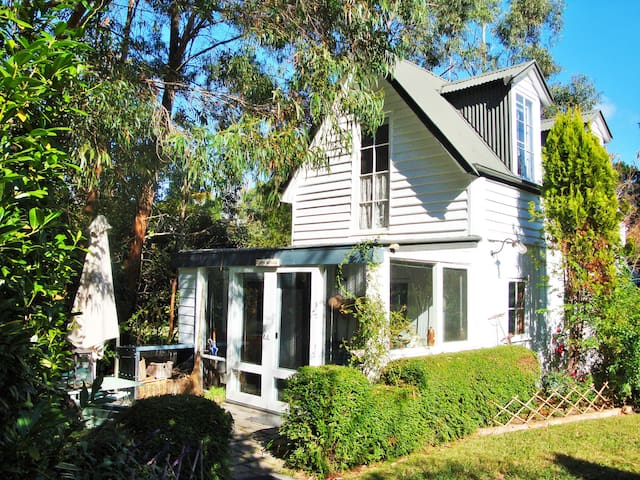 DEVON COTTAGE  - Bowral  -Burradoo
