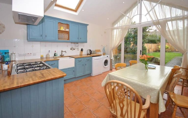 12 Alexandra Road, Chichester - Chichester - House