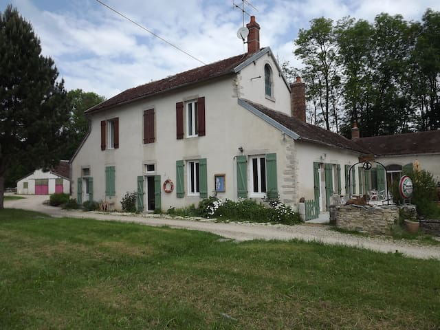 maison eclusiere - Marigny-le-Cahouët - Bed & Breakfast