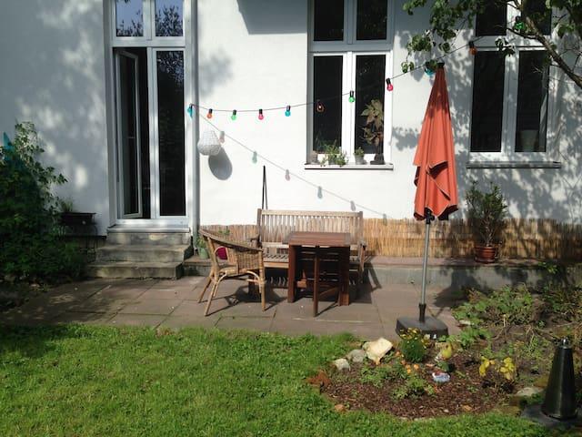 Zimmer (2 Pax) mit privatem Garten in Neukölln