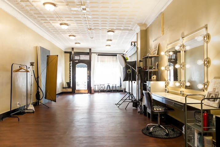 NEW Stunning Photo Studio Rental - Hourly/Daily - Bellevue