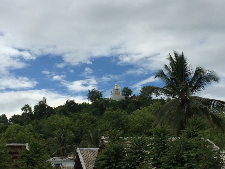 在客栈里就可以观赏普西山的美景