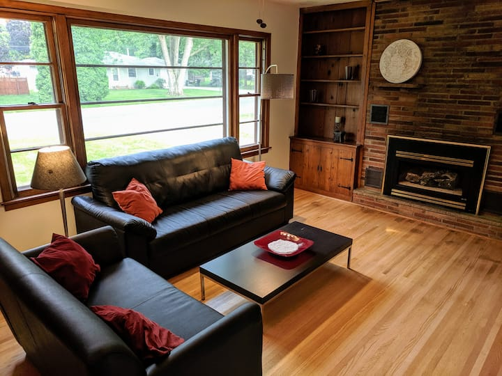 Two Bedroom near Airport and MOA with Private Deck