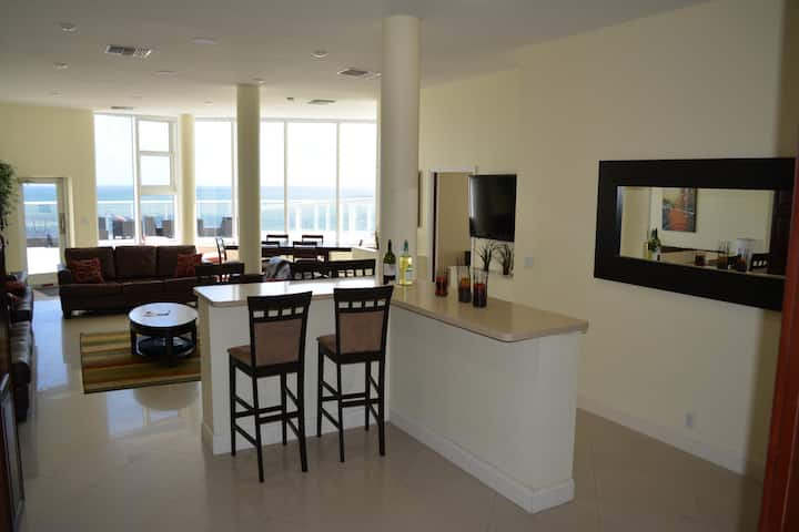 oceanfront 4 bedroom penthouse with large sundeck