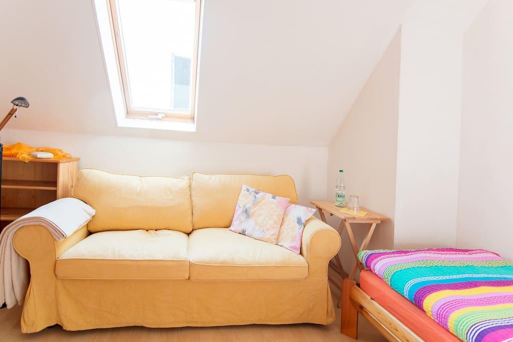 aus dem Sofa wird ein Bett mit 1,40 x 2,00 m Liegefläche