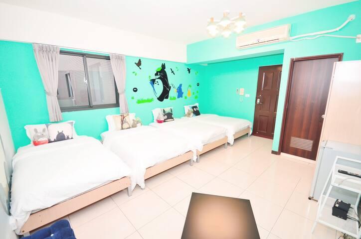 一中迪士尼-龍貓-主題套房-4-5人房-附私人衛浴--歡迎包棟-私人空間