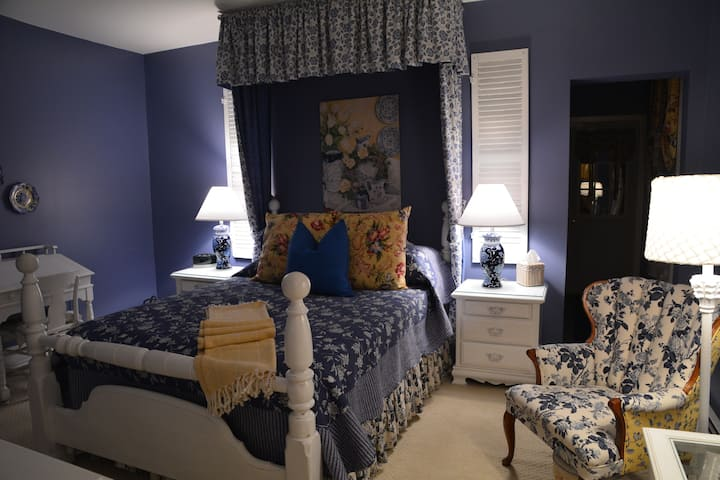 Seneca Room - Magnolia Place Bed & Breakfast