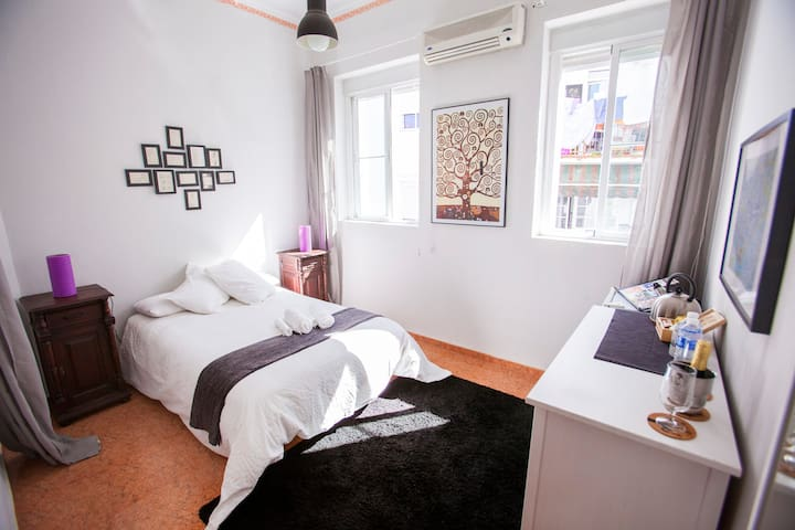 Large & bright in city center! - Sevilla - Appartement