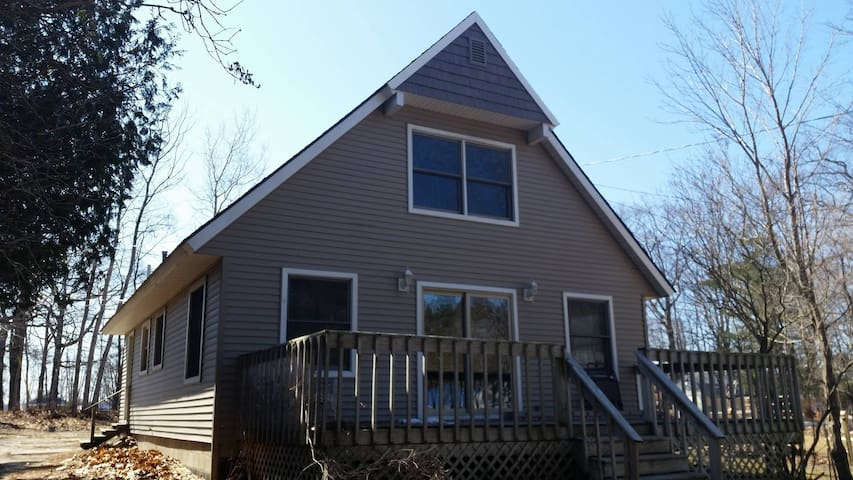 Large Mackinaw City home one block to the water ! - Mackinaw City - Casa