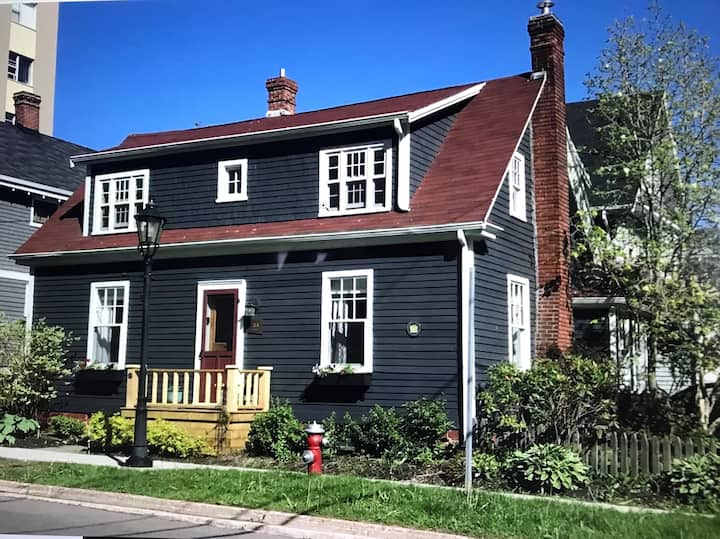 Charming Heritage Home- Downtown Charlottetown