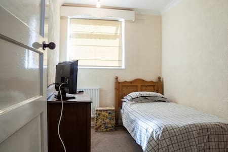 Peaceful Room in  WIRRAL - WIRRAL