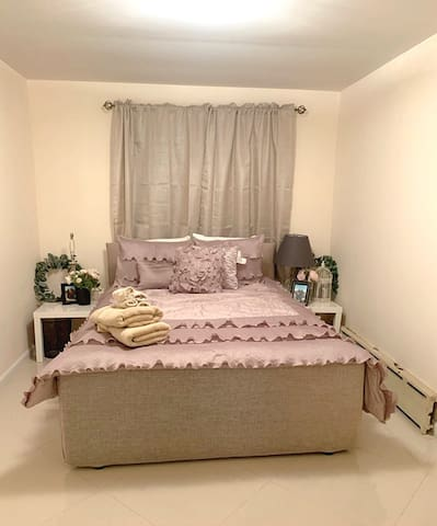 Charming room Newly Renovated Apt30 mins from city